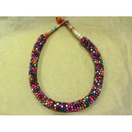 Collar de piedras multicolor