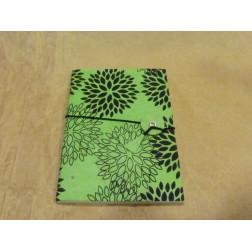 Libreta papel con pétalos de flor