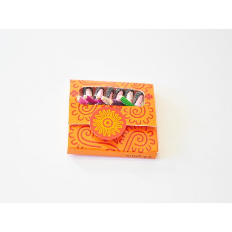 Caja pequeña quitapenas hecha a mano