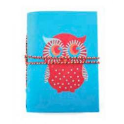 Cuaderno azul pequeño con dibujo de búho rojo