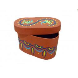 Caja de cartón con motivos decorados