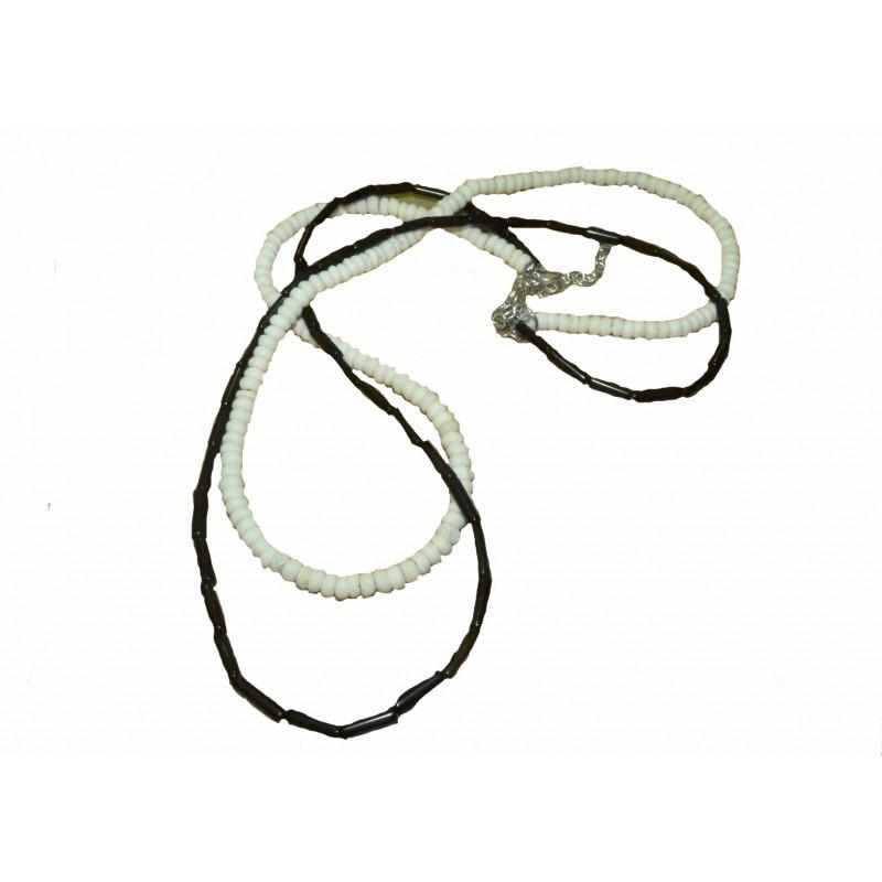 Collar de vidrio y metal, blanco y negro