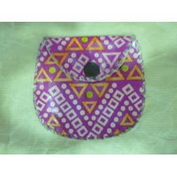 Monedero de piel, en color rosa y de diseño bandhani.