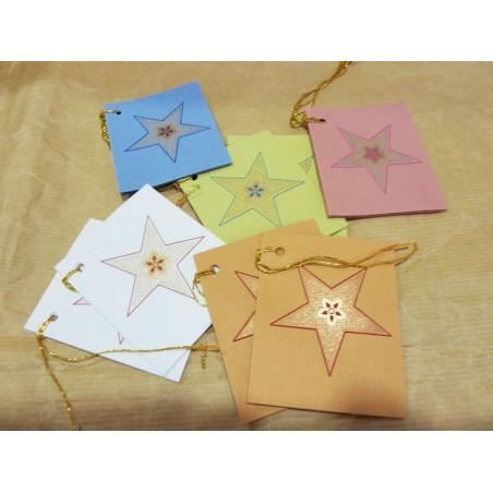 Set de tarjetas de regalo con diseño de estrellas de colores variados.